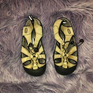 Women's Keen Sandal Size 7.5